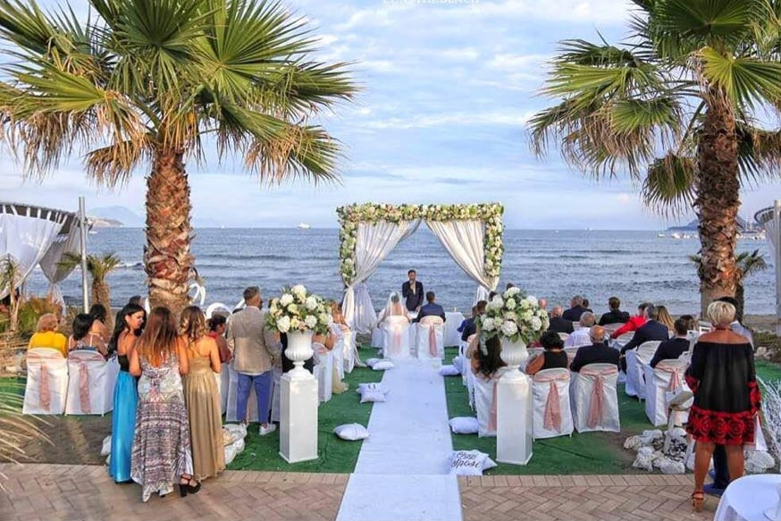 Celebrante per rito simbolico al matrimonio